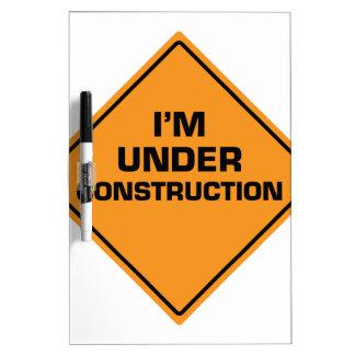 Bajo construcción pizarra