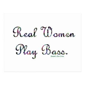 Bajo del juego de las mujeres reales tarjeta postal