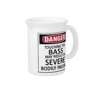 Bajo del peligro jarra para bebida