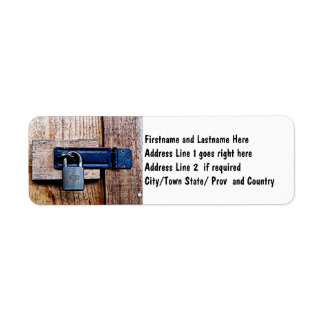 Bajo llave y candado etiqueta de remite