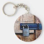 Bajo llave y candado llavero personalizado