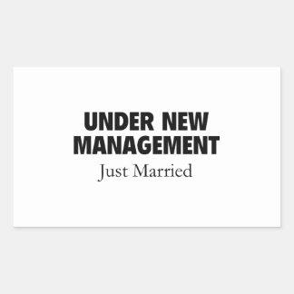 Bajo nueva gestión. Apenas casado Pegatina Rectangular