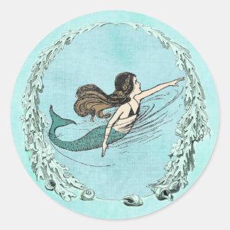 Bajo pegatina de la natación de la sirena del mar