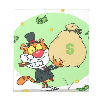 Balanceo feliz del tigre en el dinero blocs de papel