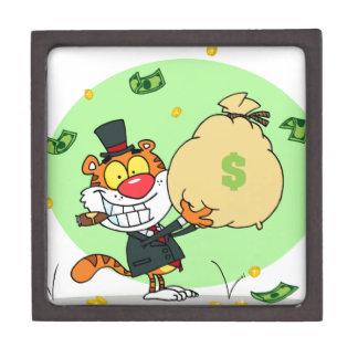 Balanceo feliz del tigre en el dinero caja de joyas de calidad