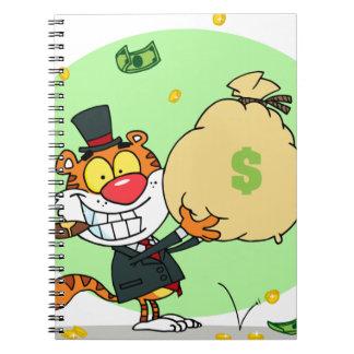Balanceo feliz del tigre en el dinero libro de apuntes con espiral