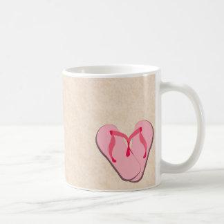 Balanceos rosados en la taza de la playa
