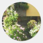 Balcón italiano con las flores pegatinas redondas