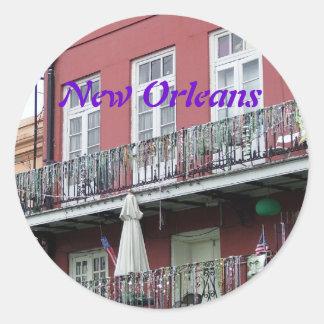 Balcones del hierro labrado del barrio francés pegatina redonda