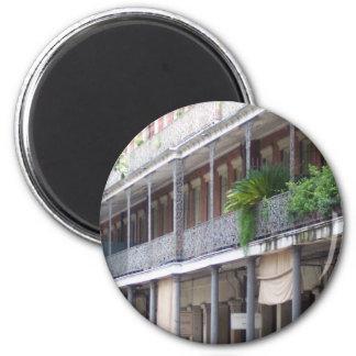 Balcones en el barrio francés imán redondo 5 cm