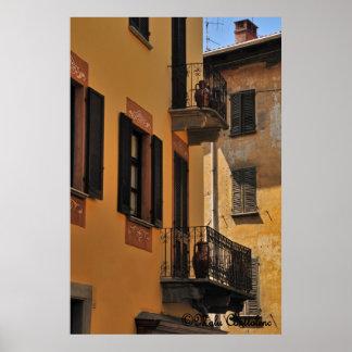Balcones y poster de las puertas