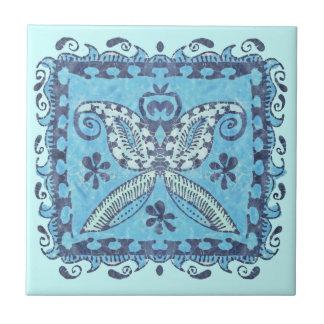 Baldosa cerámica del batik de la mariposa azul del