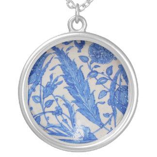 Baldosa cerámica tradicional del otomano azul y colgante redondo