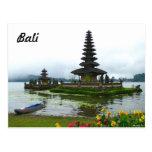 Bali, Indonesia - Pura Ulun Danu, lago Bratan Tarjetas Postales