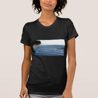 Bali que practica surf camiseta