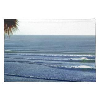 Bali que practica surf mantel