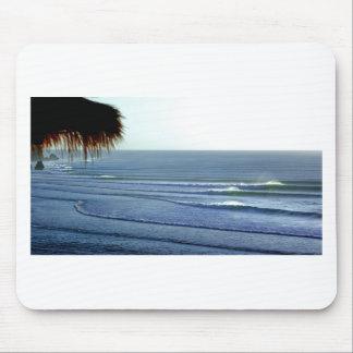 Bali que practica surf tapete de ratones