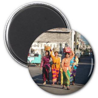 Bali women 2 inch round magnet