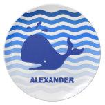 Ballena azul en el mar azul profundo plato de comida