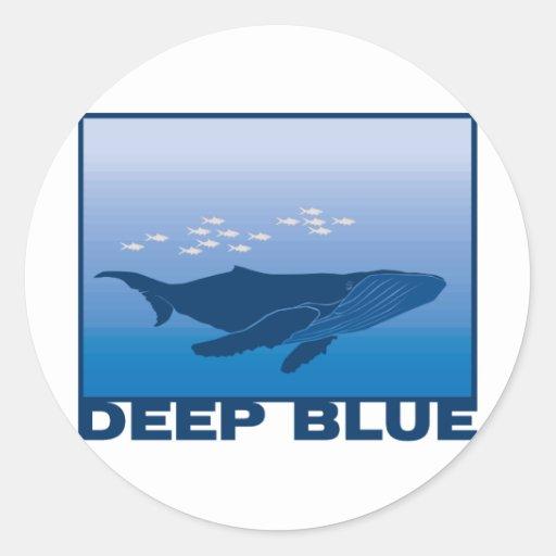 Ballena azul profunda pegatina redonda