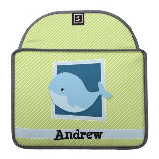 Ballena azul; Rayas de la verde lima y del blanco Fundas Macbook Pro
