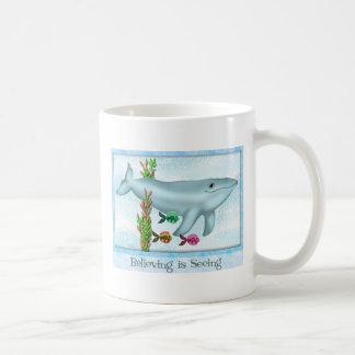 Ballena azul y taza de cerámica de los amigos de l