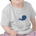 Ballena de azules cielos camiseta