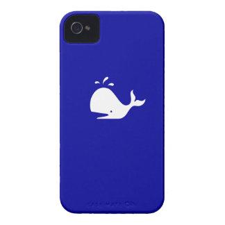 Ballena de Glow_White-on-Blue del océano iPhone 4 Carcasas