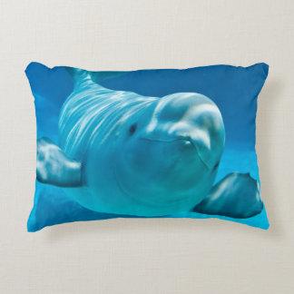Ballena de la beluga cojín decorativo