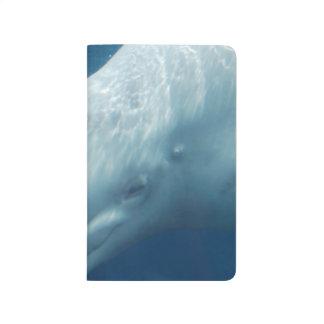Ballena de la beluga cuadernos grapados