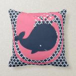 Ballena de la marina de guerra en rosa y la almohada