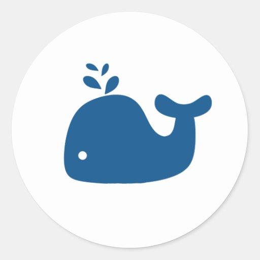 Ballena de la silueta de los azules marinos etiquetas redondas