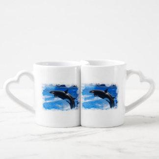 Ballena de salto de la orca taza amorosa