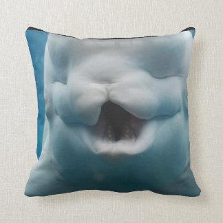 Ballena divertida de la beluga almohada