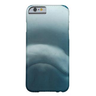 Ballena dulce de la beluga funda de iPhone 6 barely there