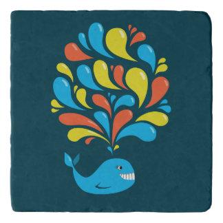 Ballena feliz azul del dibujo animado del chapoteo salvamanteles