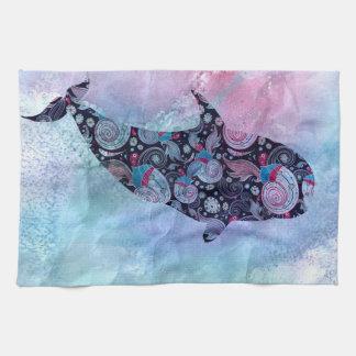 Ballena ornamental de la silueta toalla de mano