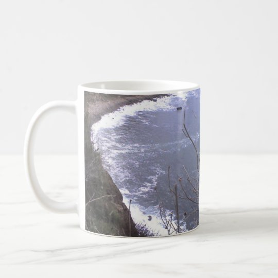 Ballena que mira de la costa costa pacífica taza de café