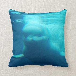 Ballena subacuática de la beluga almohada