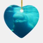 Ballena subacuática de la beluga ornamente de reyes