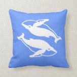 ballenas blancas en la almohada azul