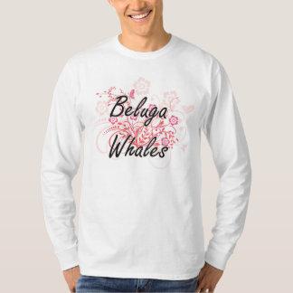 Ballenas de la beluga con el fondo de las flores camisas