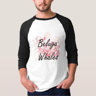 Ballenas de la beluga con el fondo de las flores remera
