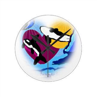 Ballenas de la orca que violan en el arte digital  reloj redondo mediano