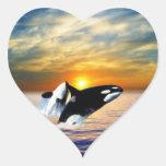 Ballenas en la puesta del sol pegatina de corazon personalizadas