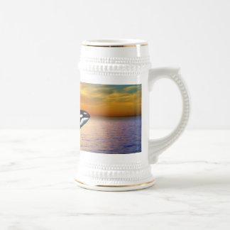 Ballenas en la puesta del sol taza