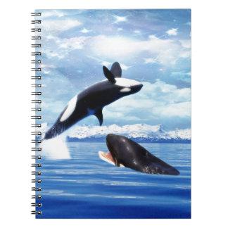 Ballenas soñadoras en la diversión y el juego spiral notebooks