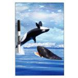 Ballenas soñadoras en la diversión y el juego tablero blanco