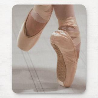 Ballet Dancer en Pointe, Feed, Pink Satin Shoes Mouse Pad