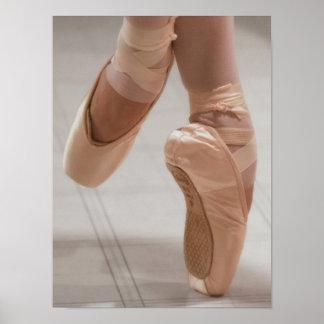 Ballet Dancer en Pointe, Feed, Pink Satin Shoes Poster